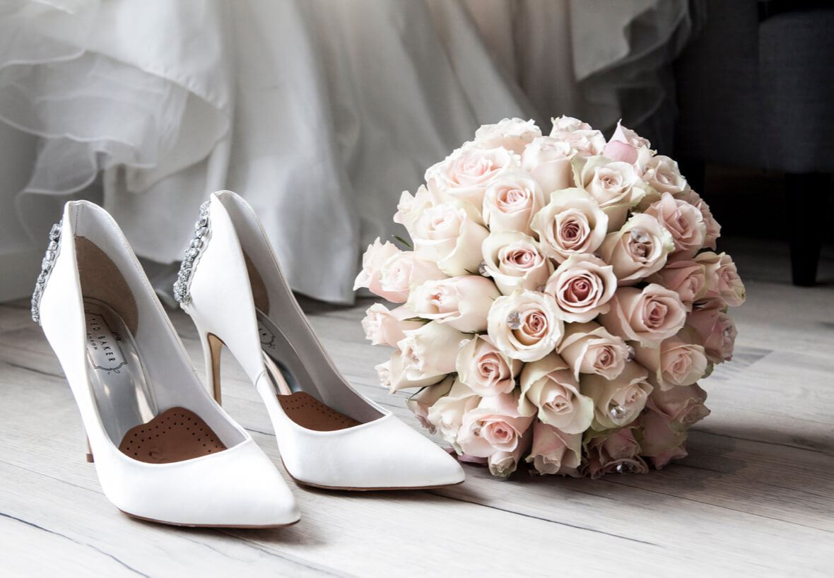 White heels and bouquet of roses